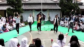 EXA-K (EXO COVER DANCE) At Moka SMK 1