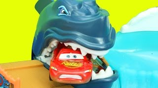 getlinkyoutube.com-Hot Wheels Shark Park Lightning McQueen Eaten By SHARK Mater Disney Pixar Cars