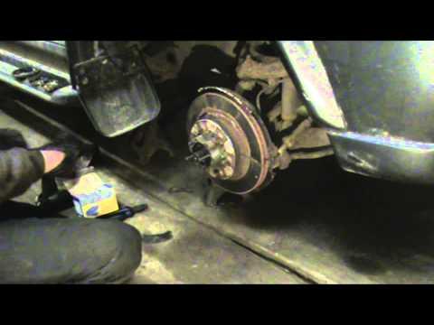 Mitsubishi Pajero Sport I 3.0. Замена переднего тормозного диска.Часть 1.Разборка