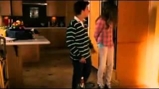 getlinkyoutube.com-Olha a reação do namorado após ver a menstruação da namorada.