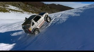 getlinkyoutube.com-Suzuki Jimny Vs Suzuki Gran Vitara on the snow.