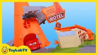 getlinkyoutube.com-Disney Cars Cozy Cone Spiral Rampway Story Set Playset Toy Review with Lightning McQueen & Mack