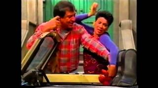 getlinkyoutube.com-Sesame Street - Slimey's Mom Is Having a Baby