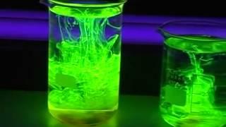 getlinkyoutube.com-น้ำยาเรืองแสง ไปดูคลิปการทดลอง ทางวิทยาศาสตร์แสนสนุกจากเหล่า