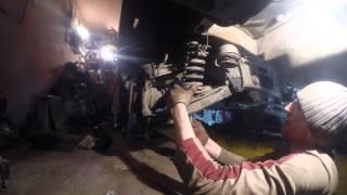 getlinkyoutube.com-№29.Ремонт W124. Снятие пружины задней подвески.