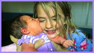 getlinkyoutube.com-BABY TRIES TO SUCK SISTER'S FACE OFF!