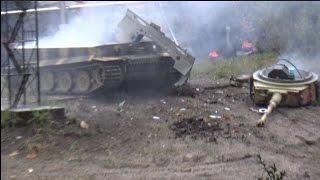 getlinkyoutube.com-Stahl auf der Heide 2014 ♦ Panzer Tiger I Modell explodiert Explosion Modellbau RC Tank exploding
