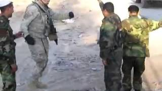 getlinkyoutube.com-أمريكا الرقص مع الجنود العراقيين