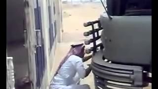 getlinkyoutube.com-مقلب سعودي غير طبيعي مضحك جداً