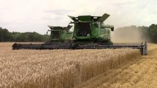 getlinkyoutube.com-John Deere S690 Combines Harvest Wheat
