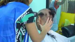 getlinkyoutube.com-Girl´s clippers shave