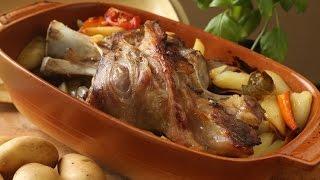 getlinkyoutube.com-Teleća koljenica s krumpirom i mrkvom kao ispod peke - Fini Recepti by Crochef