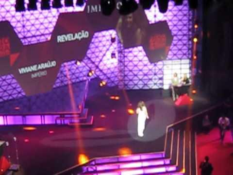 Viviane Araújo,muito emocionada, recebe o Prêmio Extra de Revelação 2014