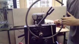 getlinkyoutube.com-roladora curvadora manual de hierros cuadrados redondos planchuelas y perfiles