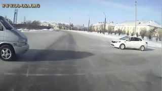 getlinkyoutube.com-18+ Car crash videos | Crazy and scary accidents October 2015 #4