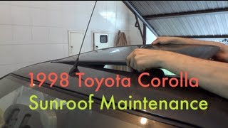 getlinkyoutube.com-Sunroof slider maintenance (1997-2001 Toyota Corolla E11)