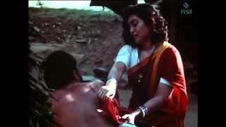 getlinkyoutube.com-Thambikku Oru Pattu Movie : Silk Smitha Scene