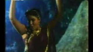 getlinkyoutube.com-radha rain song hot with suman
