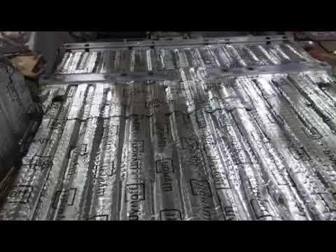 Первым слоем на металл днища и багажника Ситроен Пикассо мы наносим виброизолятор Шумофф