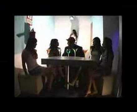 La Moda de Tato Nk Letra y Video
