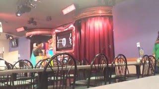 getlinkyoutube.com-Chuck E. Cheese's Curtains Fail!