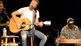 "getlinkyoutube.com-Dierks Bentley sings and tells story behind ""I Hold On"" at fan club party"