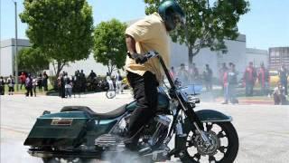 getlinkyoutube.com-Harley Wheelie & Donut ( Big Mannie )
