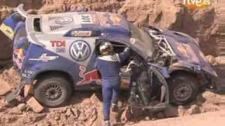 getlinkyoutube.com-Carlos Sainz crashes in Rally Dakar 2009