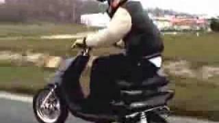 getlinkyoutube.com-Yamaha Booster 80cc Malossi  125km/h vs Police