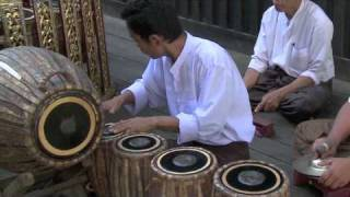getlinkyoutube.com-HANDS ON DRUMS IN BURMA (2010)