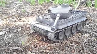 getlinkyoutube.com-Tiger 1 1/24 VS TANK