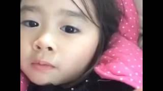 طفلة آسيوية تتكلم العربية جميلة