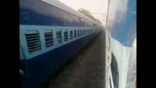 getlinkyoutube.com-(HD)High Speed Action- Vaishali express Vs Bihar sampark kranti express-Who is the best?