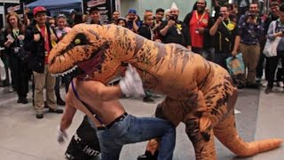 getlinkyoutube.com-T-Rex Terrorizes NYC Comic Con