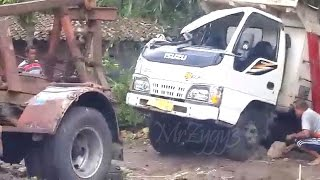 getlinkyoutube.com-Dump Truck Isuzu ELF HD Crash Being Towed By Mercedes Benz 911