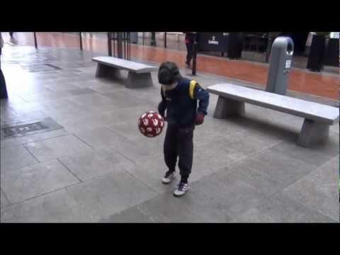 Dotados de ocho años de fútbol de Irlanda Sueños de Niños de jugar para el FC Barcelona