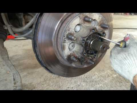 СсангЙонг Рекстон 2006 года меняем передние тормозные диски и колодки SsangYong Rexton