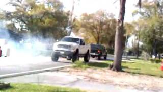 getlinkyoutube.com-Ford F250 vs Chevy 2500
