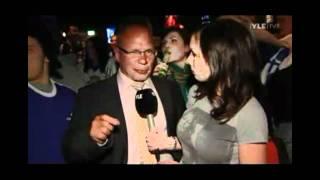 getlinkyoutube.com-Petra Manner haastattelee juhlijoita Helsinkiläisessä ravintolassa