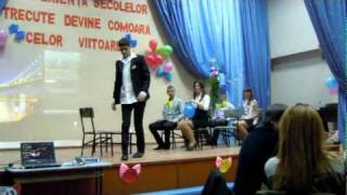 getlinkyoutube.com-parodie la  intilnirea cu absolventii 2012 singera cl-a XII-a B''