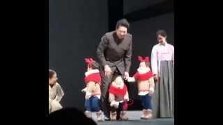 getlinkyoutube.com-song il kook  and triplets christmas