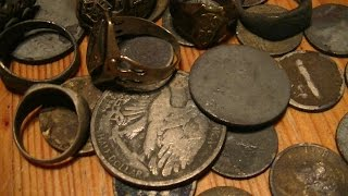 getlinkyoutube.com-Metal detecting a river full of silver and gold (part 1)