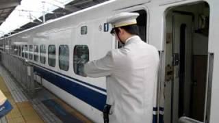 getlinkyoutube.com-新幹線のかっこいい車掌さん  Shinkansen cool Conductor