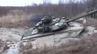 getlinkyoutube.com-Russische Panzer T-90 (1000 PS) im Schlamm stecken - Russian