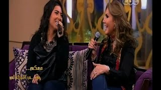 """getlinkyoutube.com-#معكم_منى_الشاذلي   نادية مصطفى وإبنتها يتألقون في أغنية أوبريت """" صغيرة على الحب """" لسعاد حسني"""