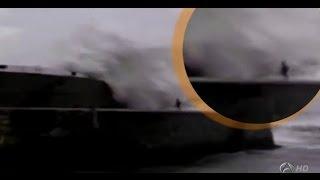 getlinkyoutube.com-Un senegalés muere tras ser arrastrado por una ola gigante en Ondárroa (Vizcaya)