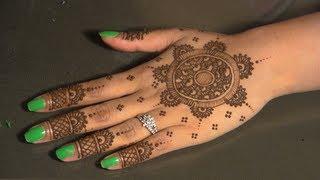 getlinkyoutube.com-Eid Mehndi : Circular/Round - Traditional Indian/Pakistani Henna Mhendi Design