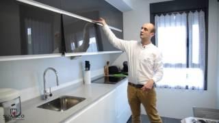 getlinkyoutube.com-Cocinas modernas pequeñas de color blanco con antracita brillo y encimera de silestone