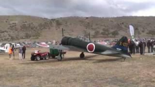getlinkyoutube.com-零戦、ニュージーランドで飛ぶ。Warbirds over Wanaka 2010 Mitsubishi Zero