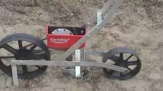 getlinkyoutube.com-Sembradora de Precisión de Hortalizas Earthway